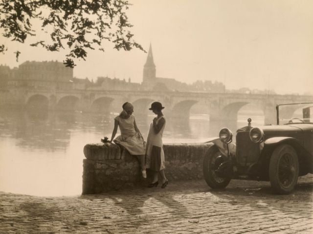 saumur-loire valley-france-1928-h armstrong roberts