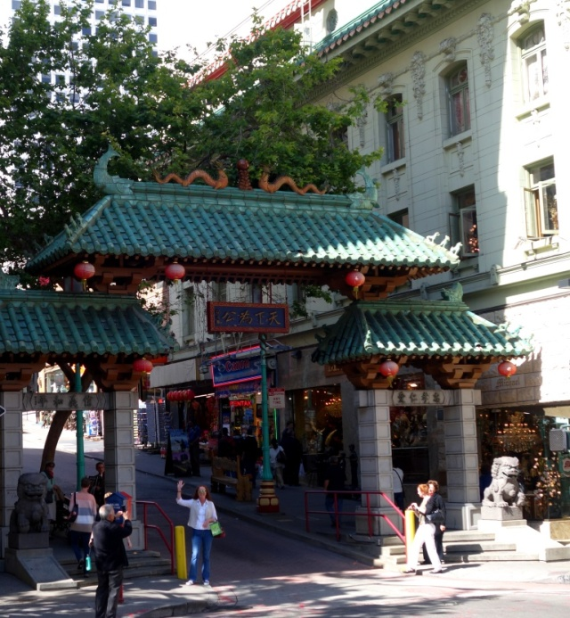 chinatown-dragon gate-me waving