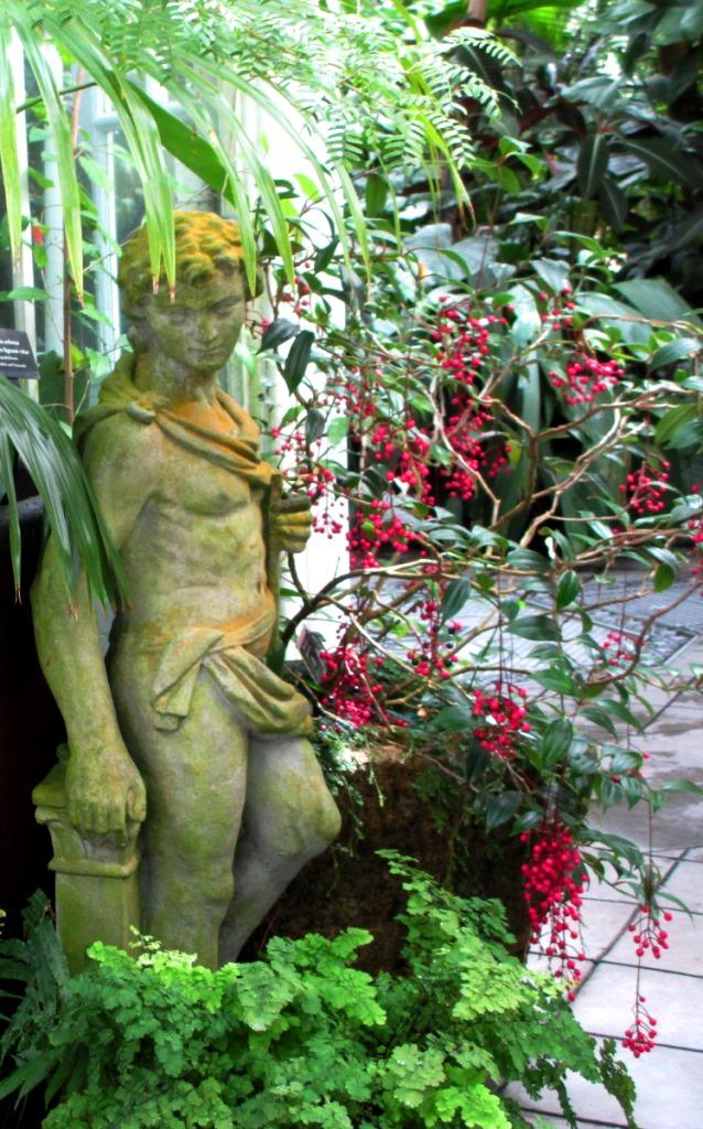 GGP-CoF-statue
