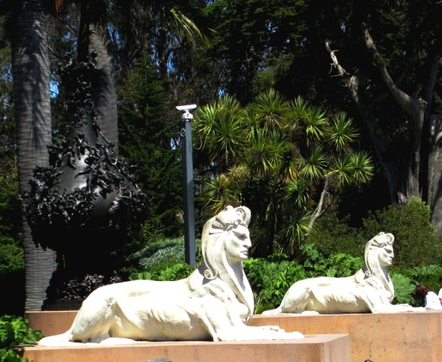 These two sphynxes fronted the De Young's original Egyptian revival building when it opened for the 1894 California Midwinter International Exposition.