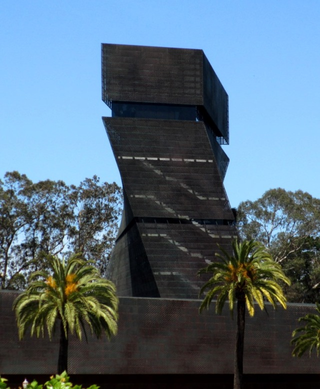 Loved this angle of the De Young Museum's tower.