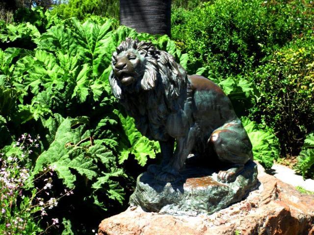 GGP-lion statue