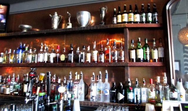 haight-murios bar back