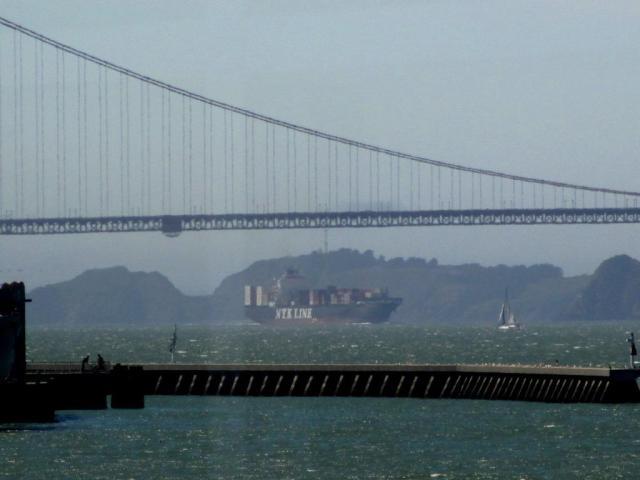 p39-freighter & bridge