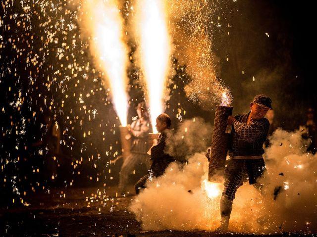 pistol fireworks-gion matsuri festival-yoshida shrine-toyohashi city-japan_Hidenobu Suzuki