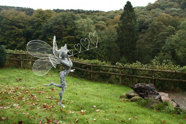 wire sculpture3-robin wight-fantasywire.co.uk