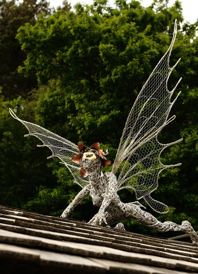 wire sculpture1-robin wight-fantasywire.co.uk
