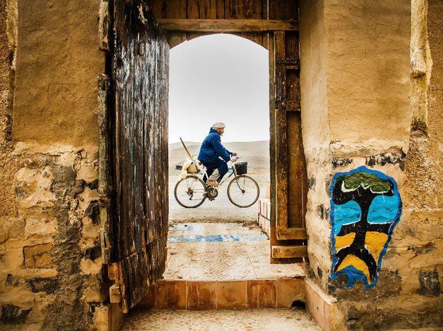 berber man on bike-central atlas mtns-morocco_hielke gerritse