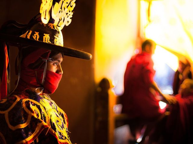 black hat dancer-buddhist monk-Black-Necked Crane Festival-gangtey monastery-central Bhutan_vincent roazzi jr