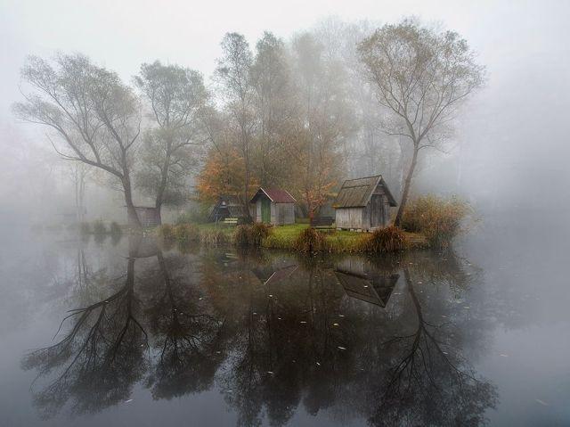 szodliget-hungary-misty cabin_Gabor Dvornik