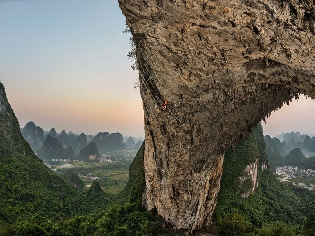 climber-emily-harrington-moon-hill-arch-from-collapsed-cave-china_carsten-peter