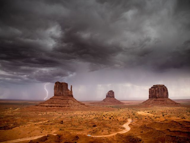 storm-mitten-buttes-monument-valley-navajo-tribal-park-arizona_emma-rogers