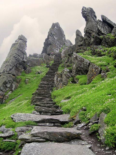 stairs-leading-to-skellig-michael-monastery-ireland_michal-dymet