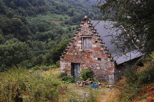 stone-cottage-pyrenees-foothills-tarbes-france