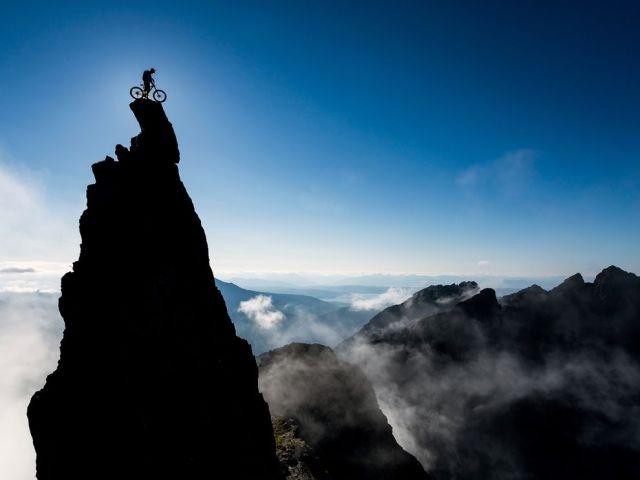 danny-macaskill-sgurr-dearg-aka-inaccessible-pinnacle-cullin-ridge-isle-of-skye-scotland_chris-prescott